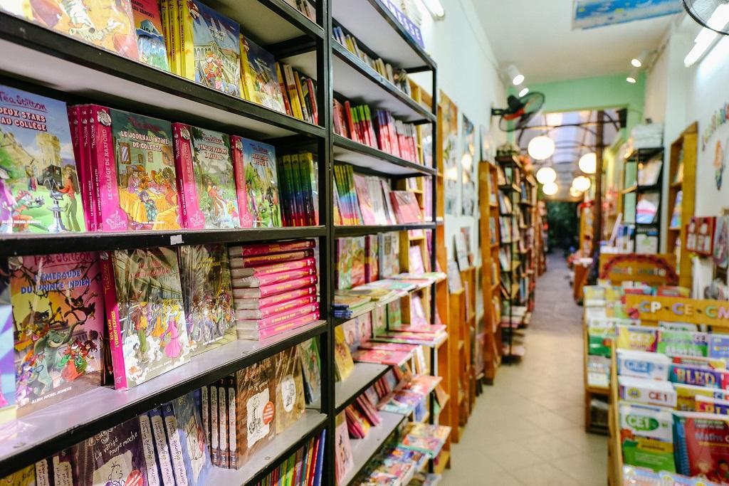 Librairie au No 76 RUELLE NUI TRUC - Số 76, Ngõ Núi Trúc (đối diện tòa Vietel Giang Văn Minh))
